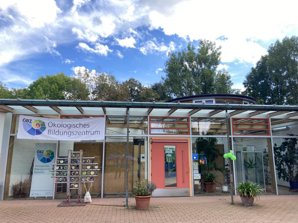 Bild vom Eingang des ÖBZ