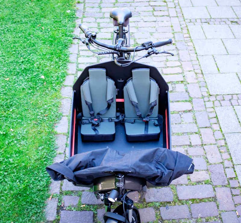 Bild von den Kindersitzen im Lastenrad